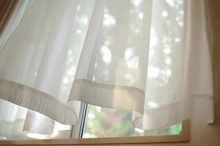 カーテンのカビを落とす方法